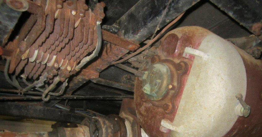 wells auto museum 1911 baker resistor assembly seven power resistors left adjacent to motor pre restoration source bakerelectric wordpress com 2012 11